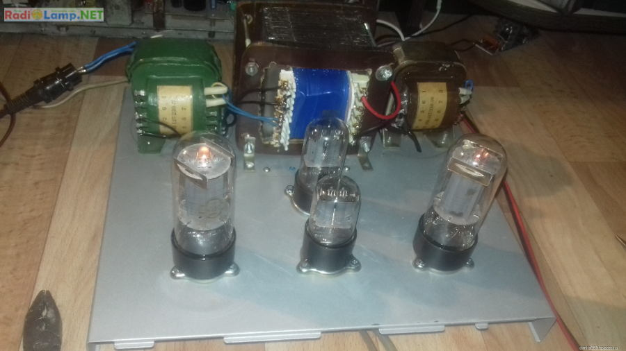 Сборка лампового усилителя на 6Н8С и 6П3С - вид сверху с установленными лампами